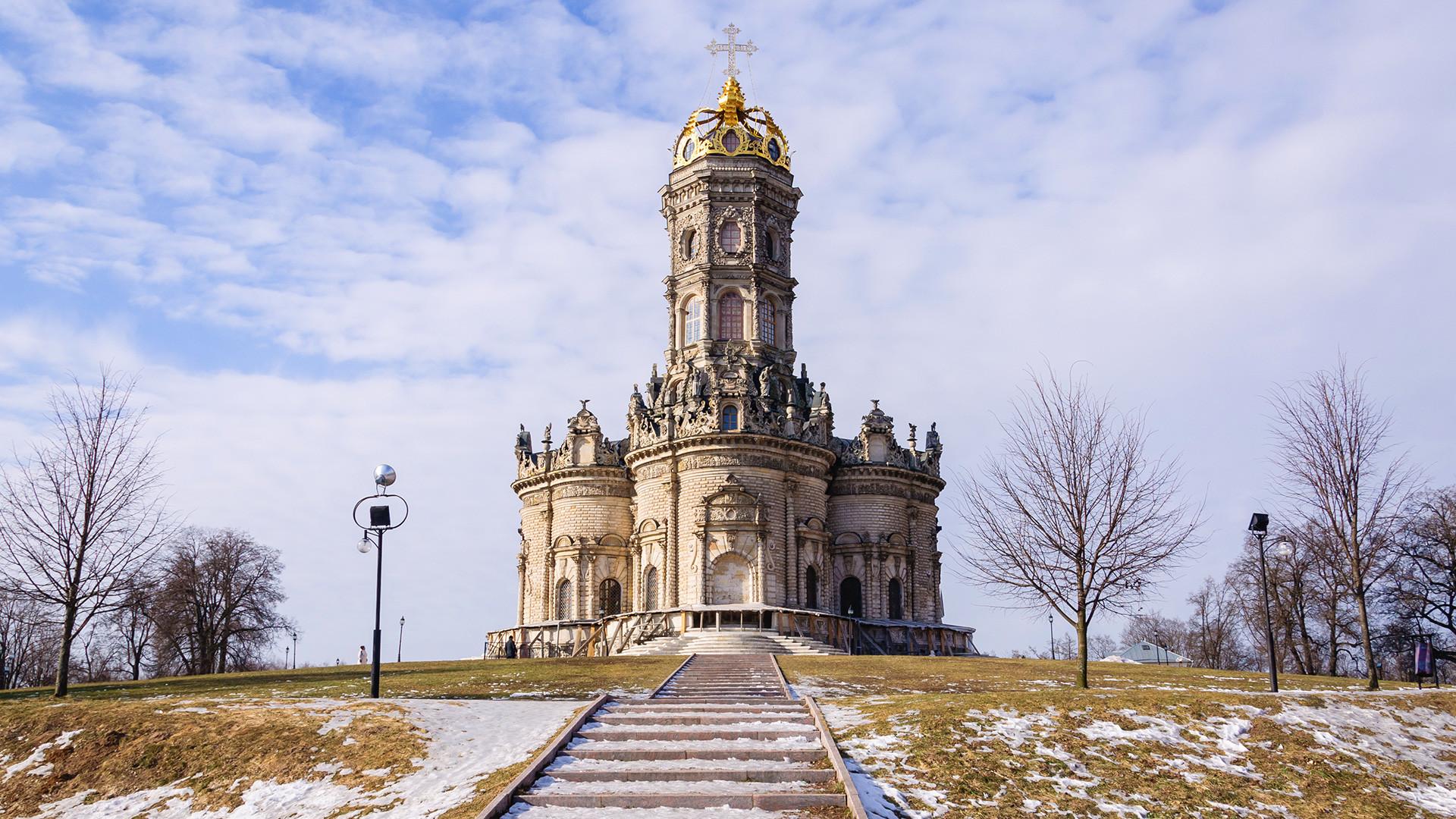 Die Kirche der Heiligen Jungfrau Maria in Dubrowitsy