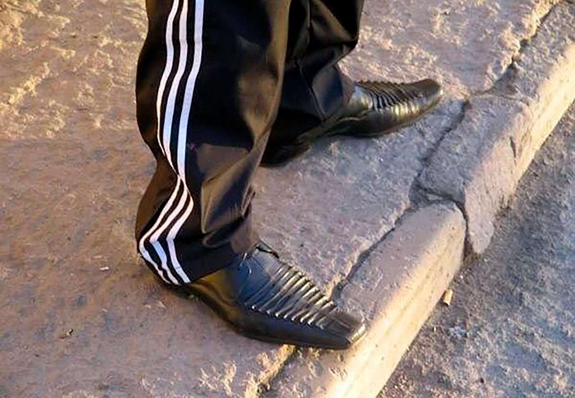 Adidas vai com tudo na Rússia, até sapato de bico fino e textura de crocodilo.