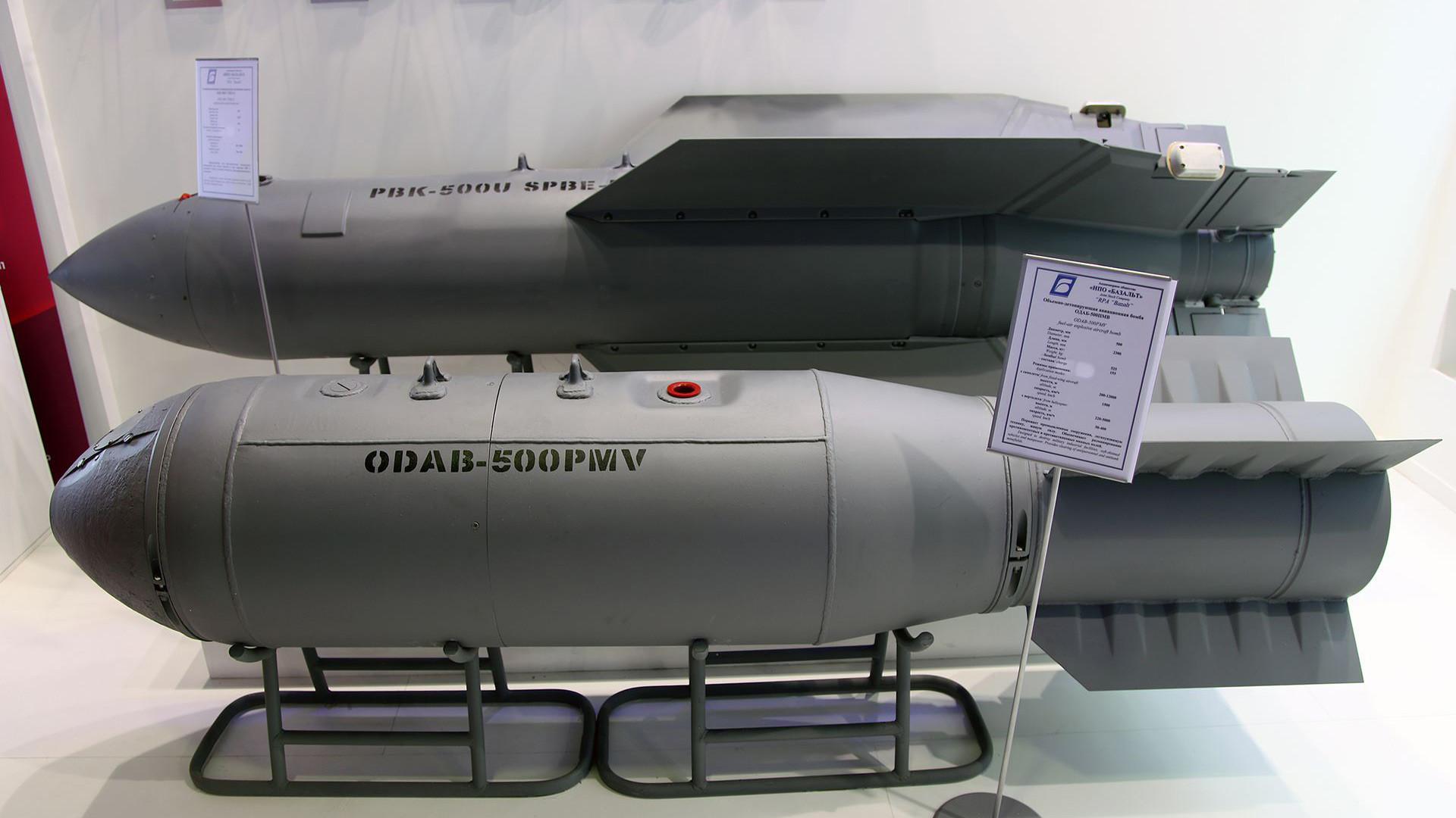 Касетна бомба ПБК-500У СПБЭ-К и термобарична авионска бомба ОДАБ-500ПМВ.