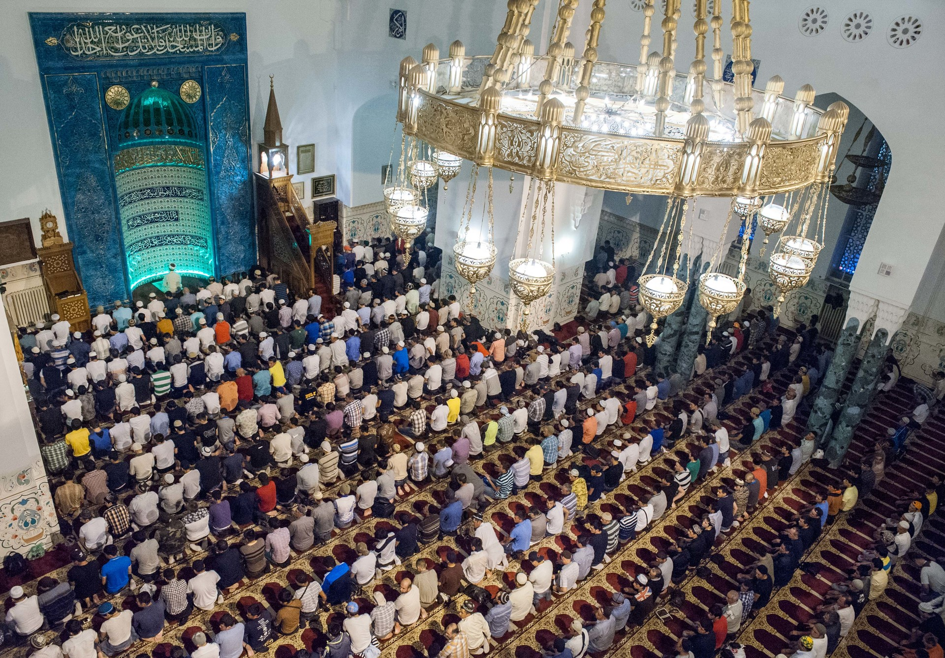 Umat Islam melaksanakan ibadah salat Id pada Hari Raya Idul Fitri, 28 Juli 2014, di Masjid Sankt Peterburg, Rusia.