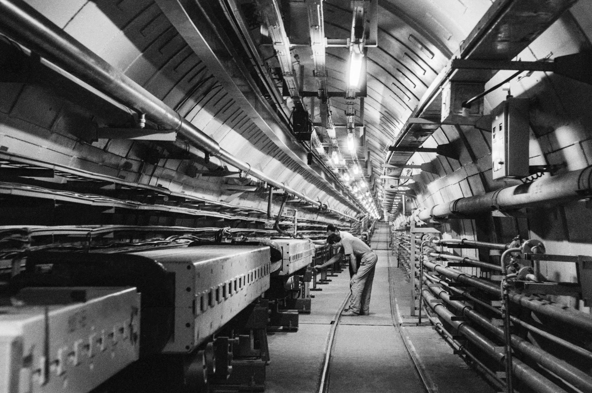 Ruang perawatan kompleks akselerator partikel di Institut Fisika Energi Tinggi di Protvino, Moskow.