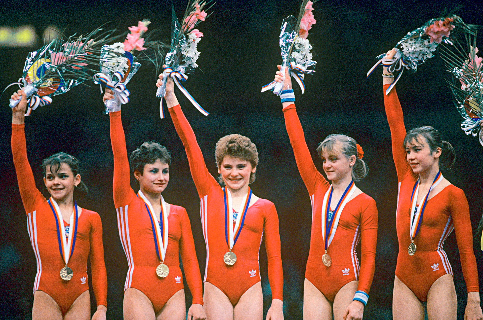 Ginastas soviéticos recebendo medalhas de ouro nos Jogos Olímpicos de Verão de 1988, em Seul