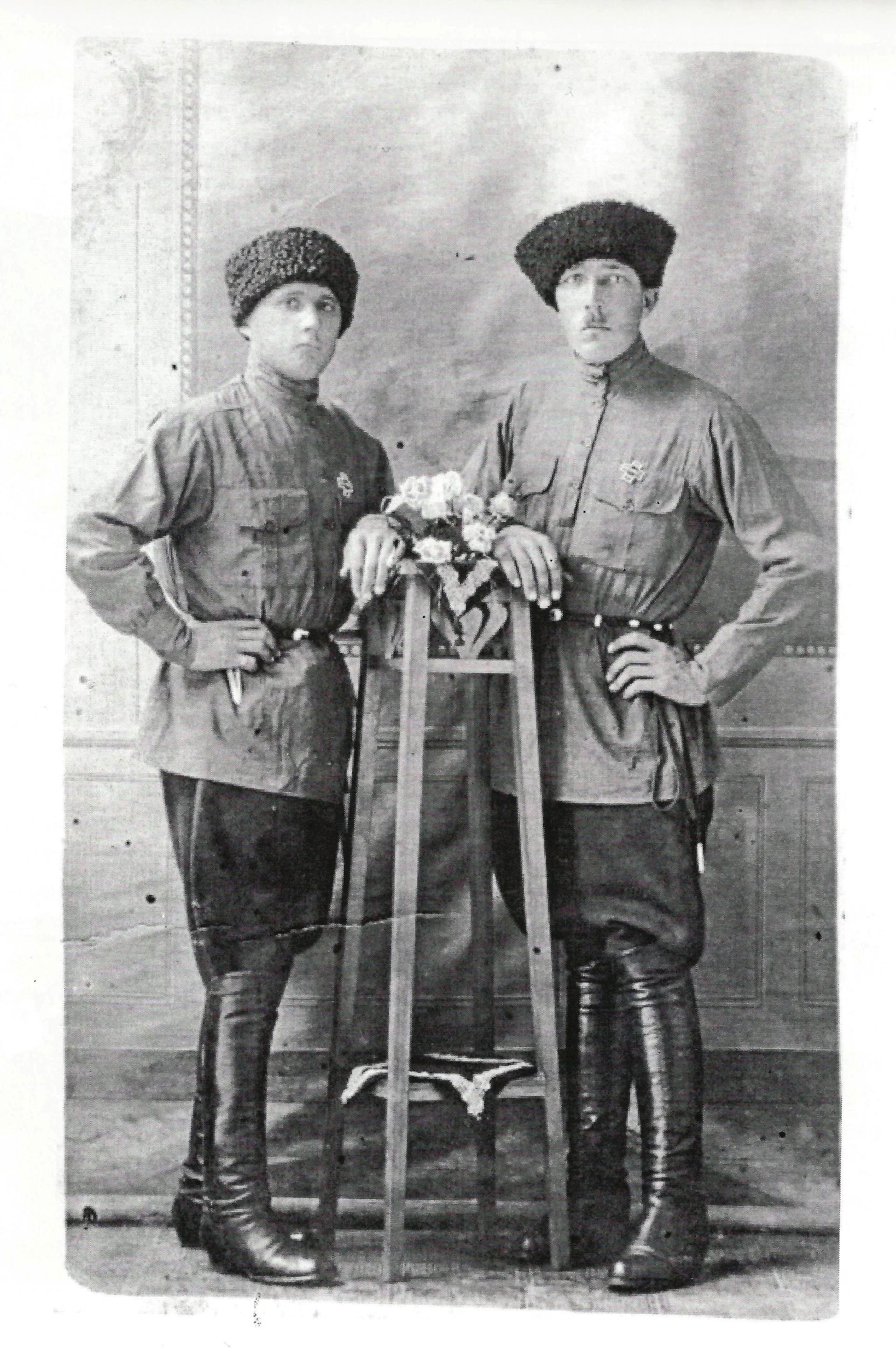 Dva kozaka v emigraciji, oba z znakom Galipoli 1920-1921