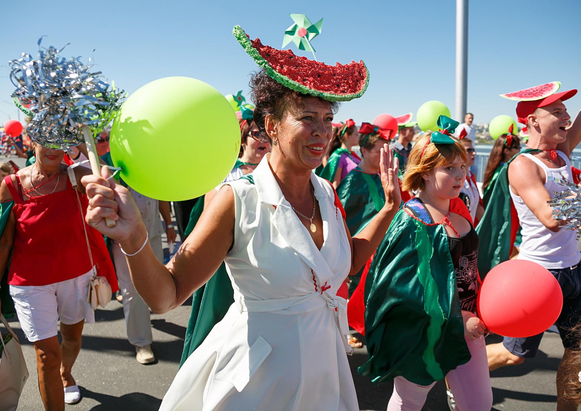 Parade di Festival Semangka Kamyshin.