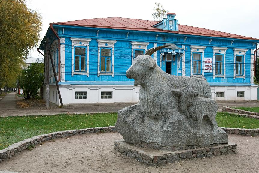 Spomenik kozi v Urjupinsku.