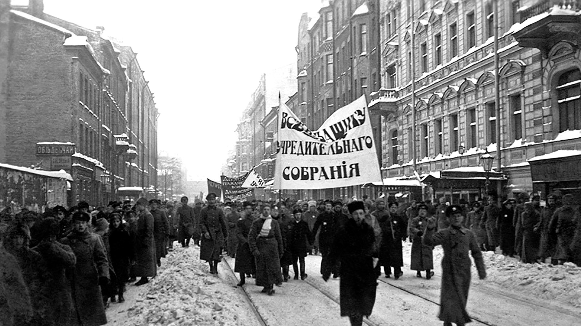 Bolsheviks dispersed a rally that came to the support of the Constituent Assembly, shooting many of the demonstrators