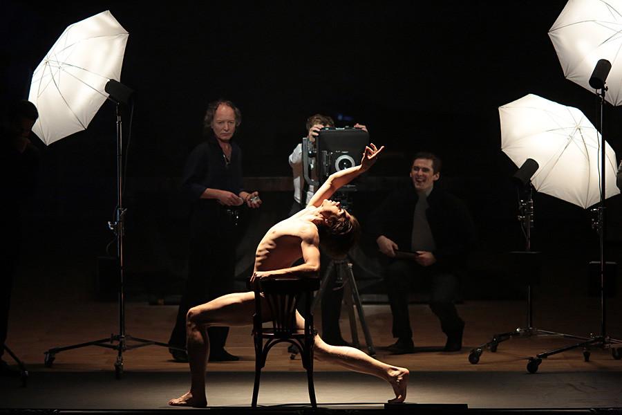 O dançarino era conhecido por sua genialidade, mas também tinha fama por seu comportamento excêntrico. Cena do espetáculo