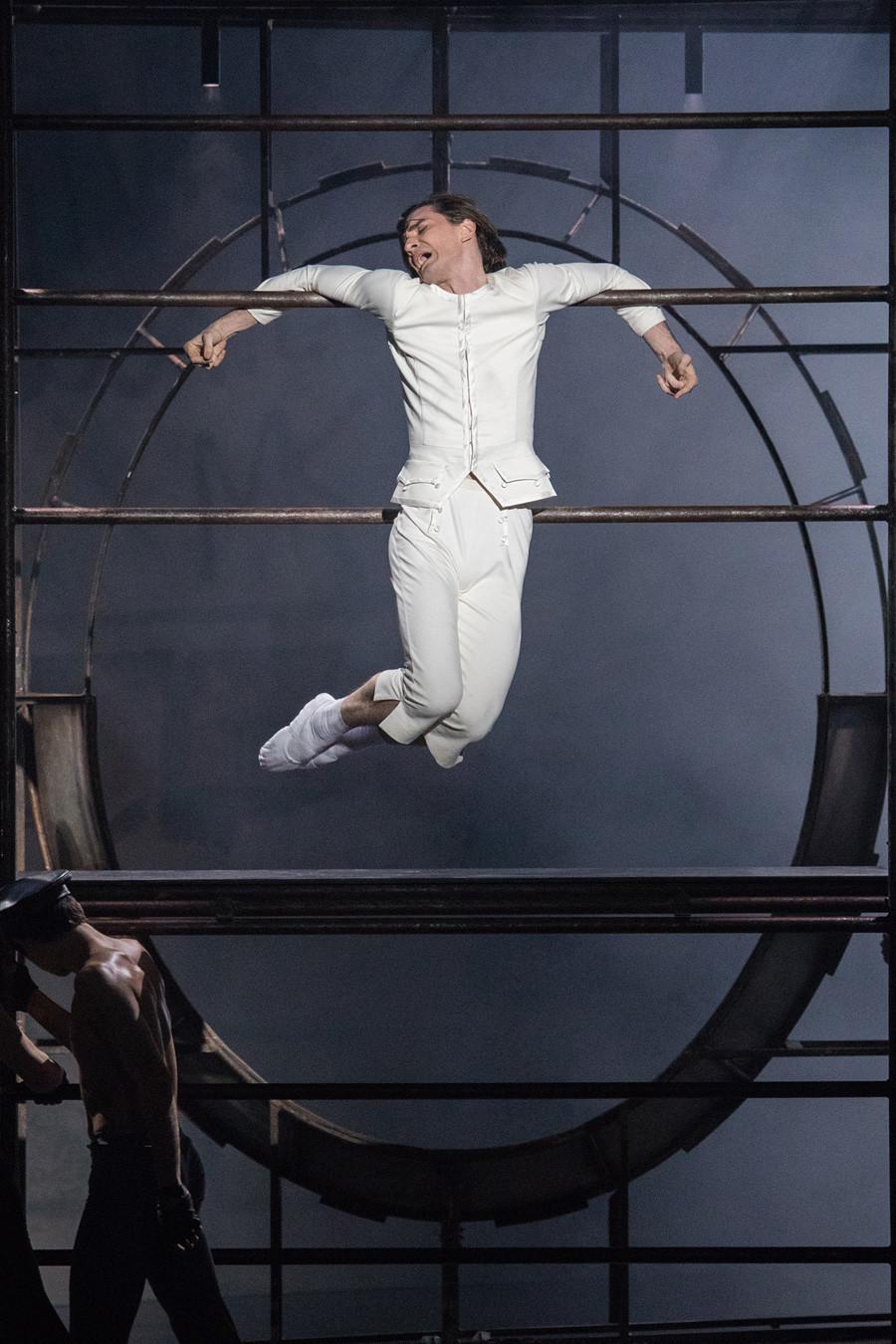 """Em 8 de julho deste ano, o teatro decidiu substituir as quatro apresentações programadas de """"Nureyev"""" pelo espetáculo """"Dom Quixote"""", sem dar maiores explicações. Cena do espetáculo"""