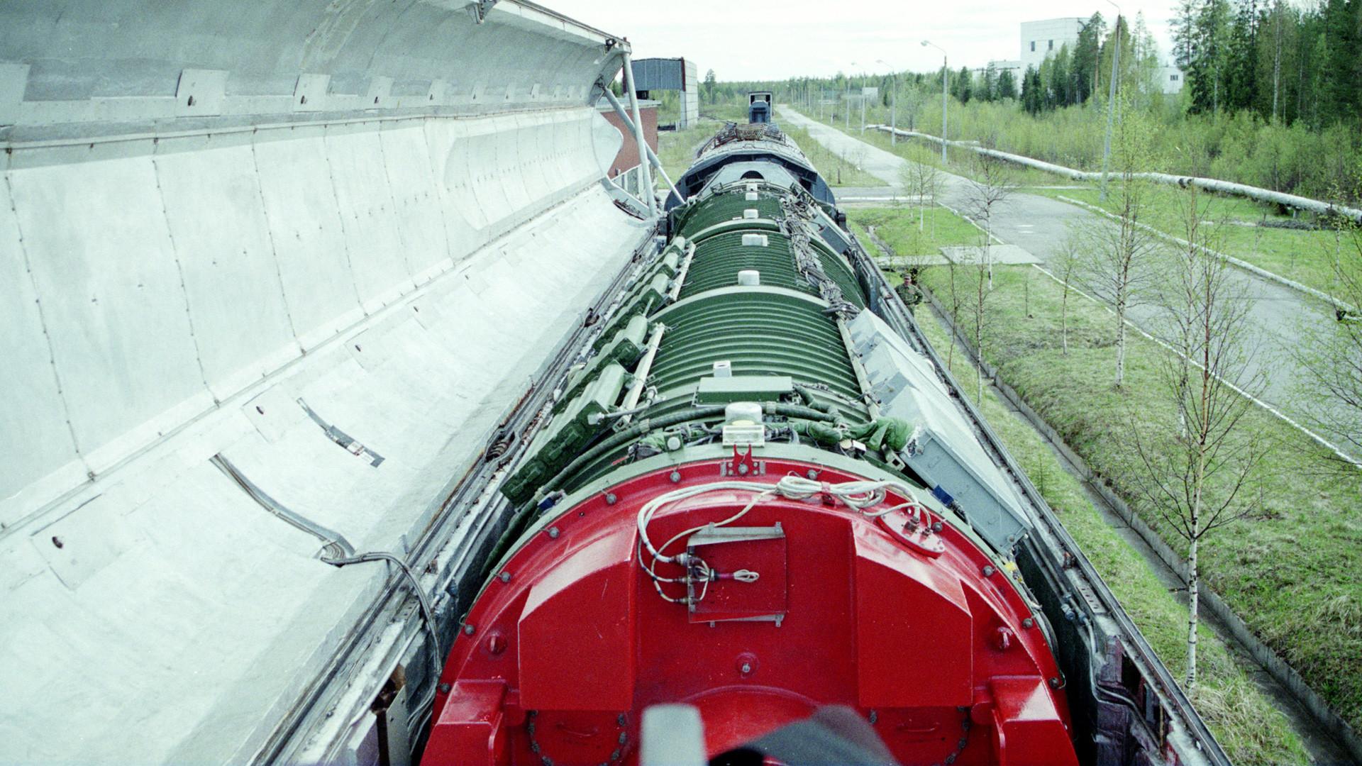 """Planejava-se que cada complexo """"Barguzin"""" recebesse seis lançadores de mísseis de combustível sólido """"Yars"""", cada um com quatro ogivas."""