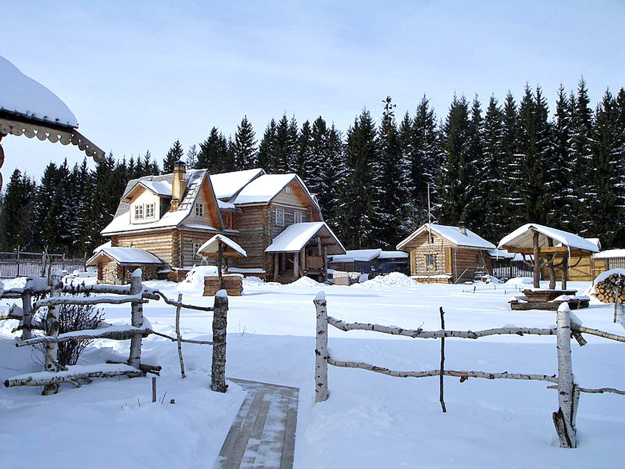 The abundance of eco-tourism venues in the Moscow Region keeps the prices in check.