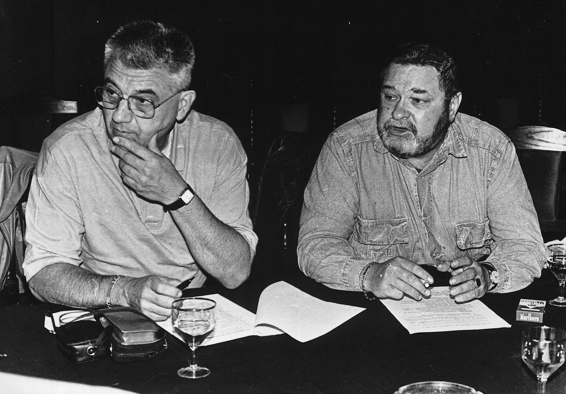Јулијан Семјонович Семјонов (десно)