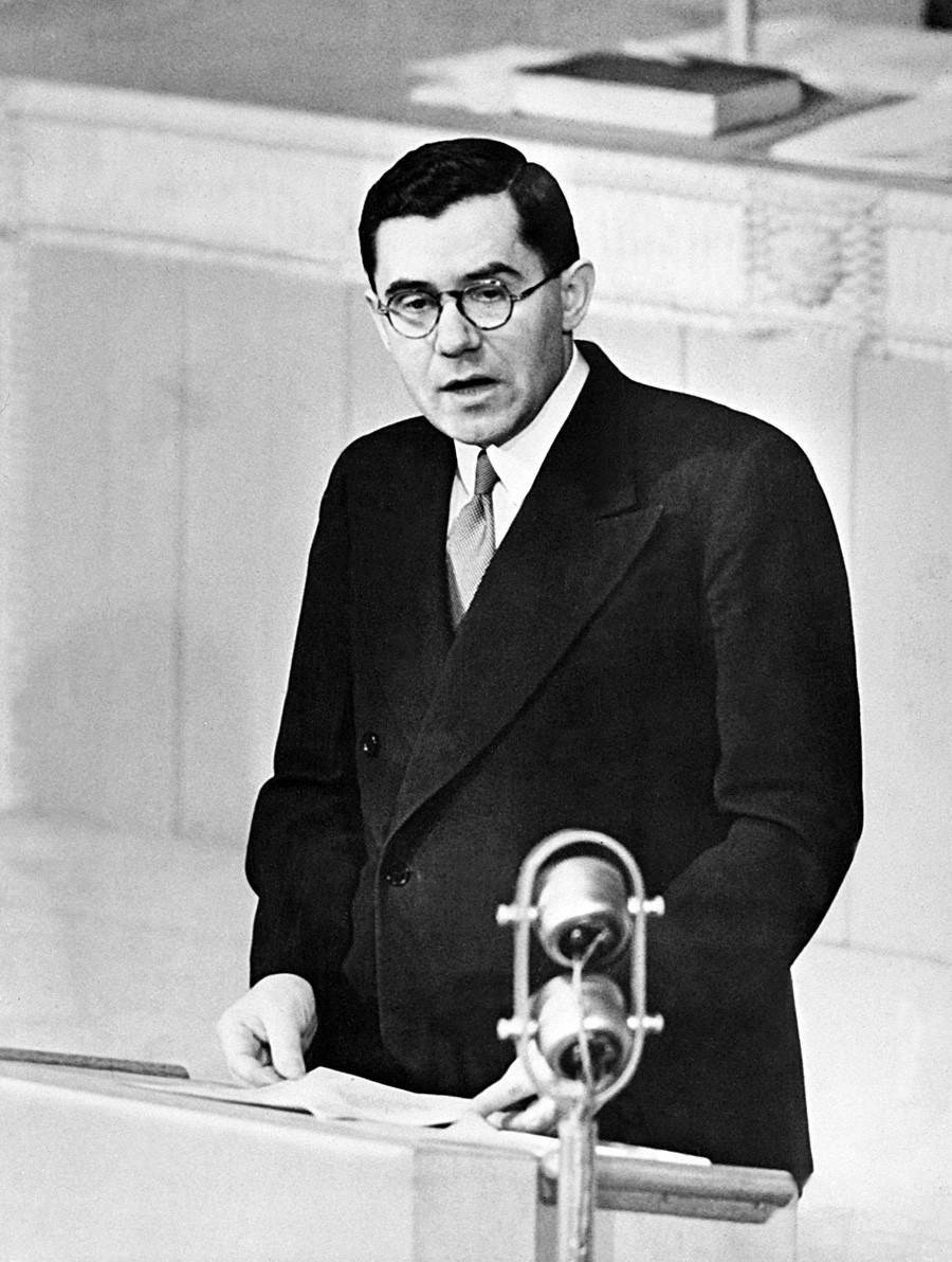Duta Besar Uni Soviet untuk PBB Andrei Gromyko memberikan dukungan kuat dalam pembentukan negara Israel.