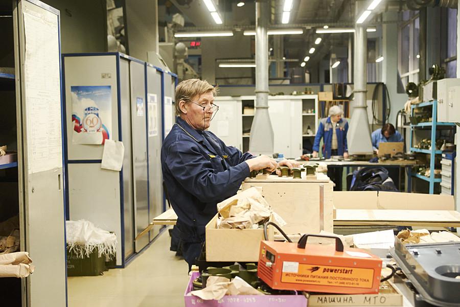 チルコフさんは、技術系の大学を終えるとすぐに、工場「クーポル」にやって来た。ソ連時代の慣行では、派遣されるところで働けということだったから。