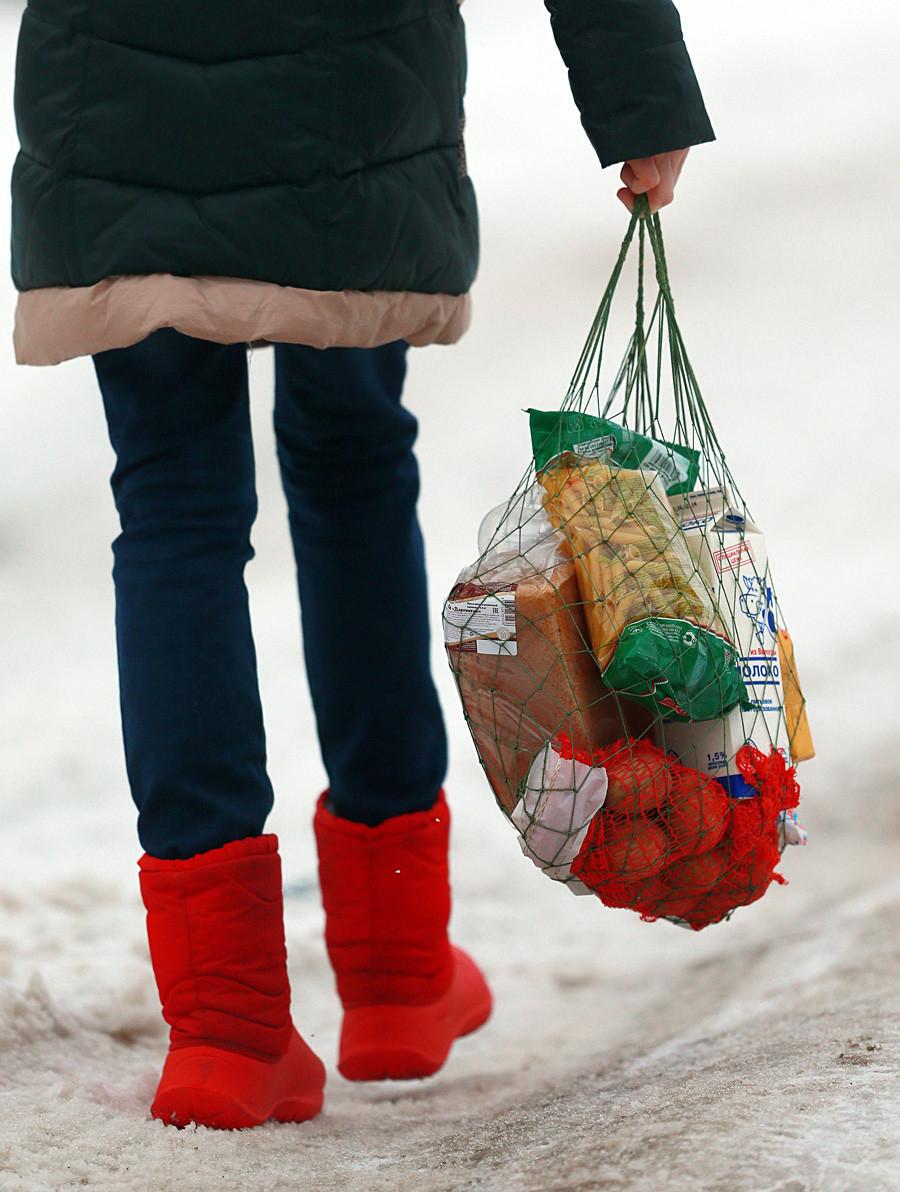 """""""Авоска"""", (рус. """"авоська""""), мрежаста торба за куповину."""