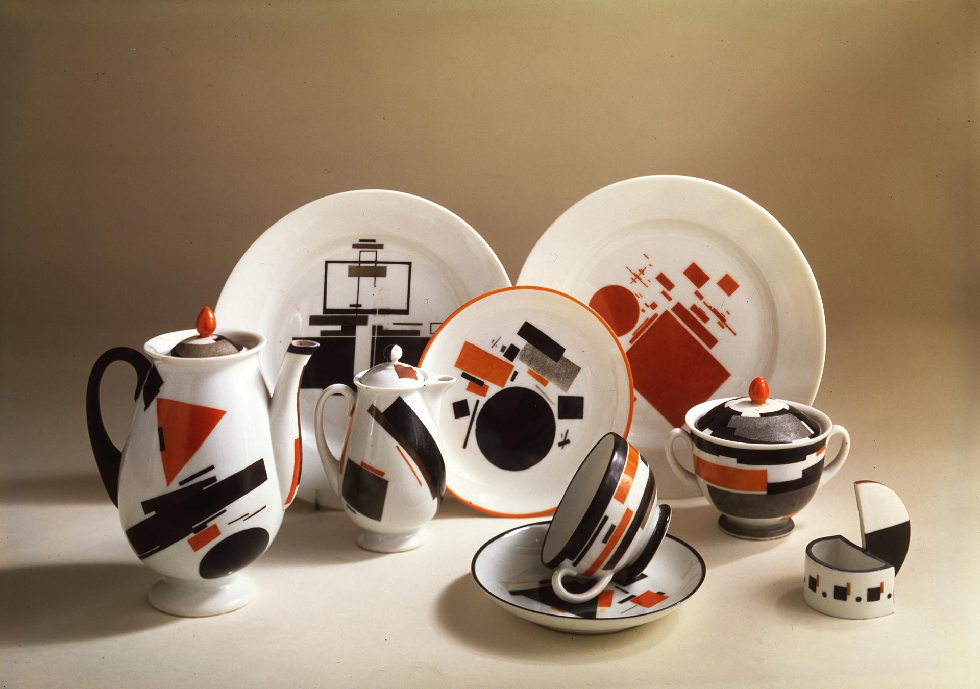 'Suprematism' set, by V. Chekhonin and N. Suetin. 1923. The Leningrad Porcelain Museum named after Lomonosov.