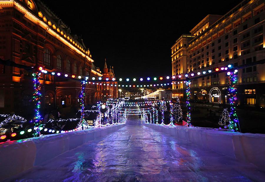 Ice slide on Revolutsii Square