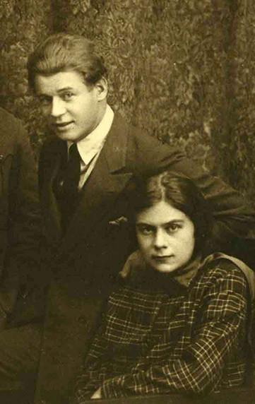 Iessênin com a última mulher, Sófia Andréievna Tolstáia, em 1925. Neta de Lev Tolstói, ela fez enormes esforços para manter as memórias do marido.