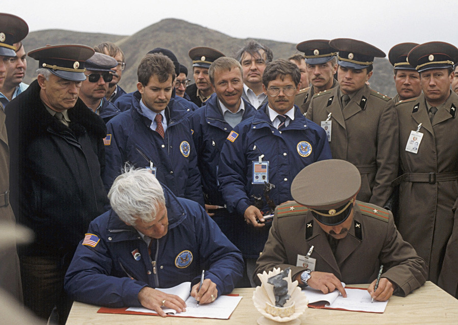 Colonel S. Petrenko and Captain John C. Williams sign report on scrapping the last SS-23 'Spider' missiles
