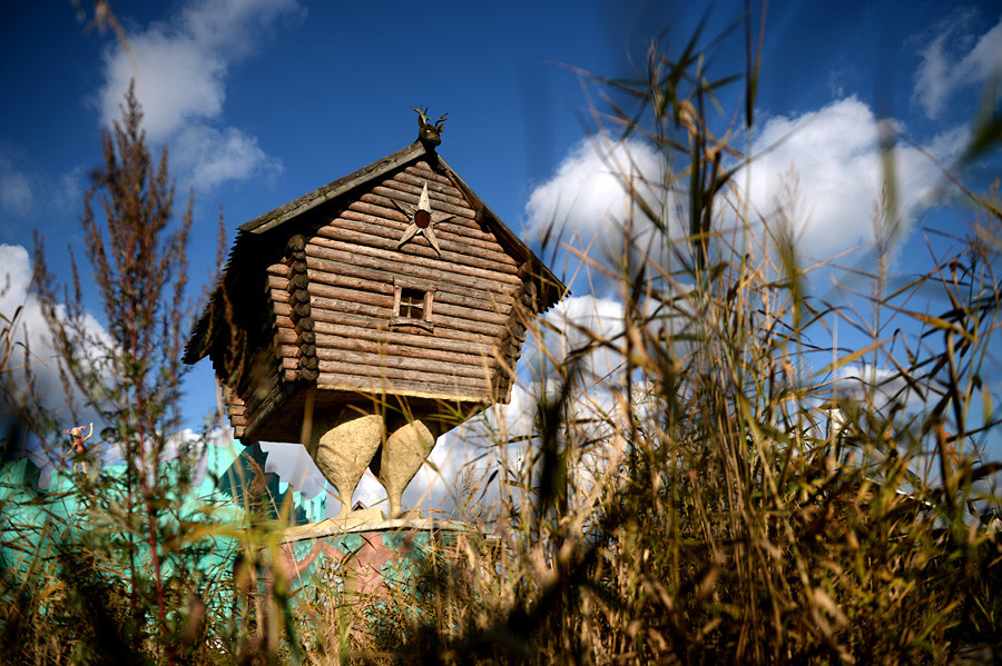 The fairy Hut on Chicken Legs built a few years ago at the 30th kilometer of the St. Petersburg-Moscow highway in the village of Ulyanovka, Leningrad region, by former entrepreneur Vasily Kozin from St. Petersburg.