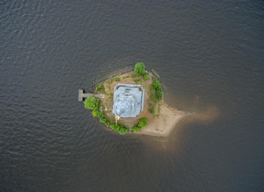 Kaliazin, na Região de Tver. Aldeia é famosa pela enorme quantidade de drones tentando fotografar o sino da igreja inundada - e acidentes entre eles.