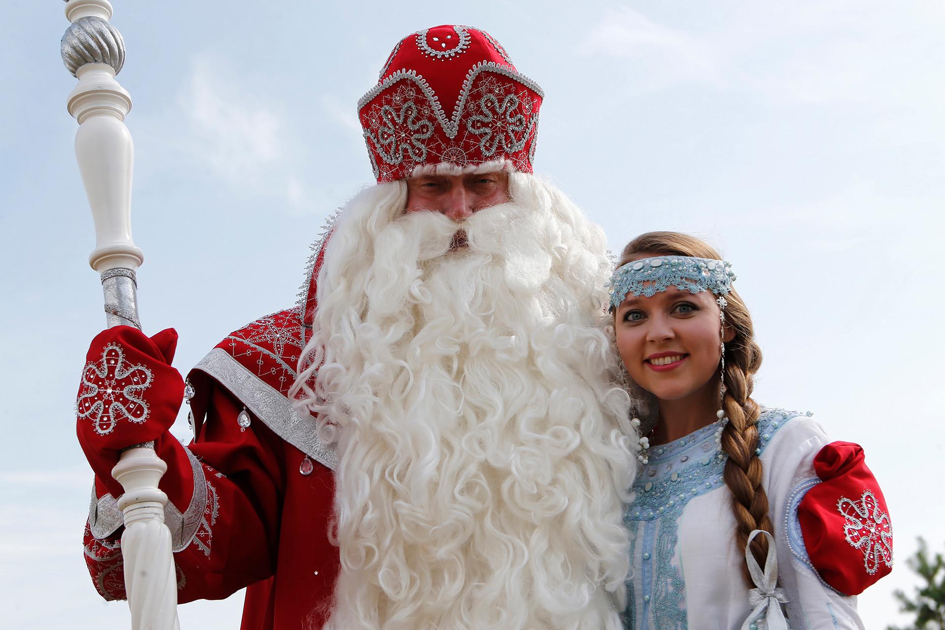 Ded Moroz dan Snegurochka