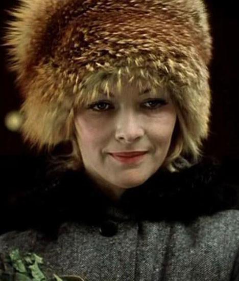La protagonista de Ironía del destino llevó el gorro que más de moda estaba en la época soviética.