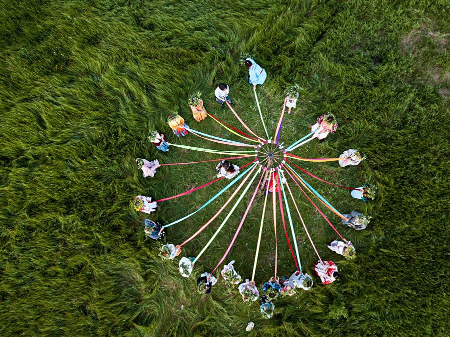 """Учесници на фестивалу народног стваралаштва """"Солстициј"""" (Солнцестояние) у Омској области."""