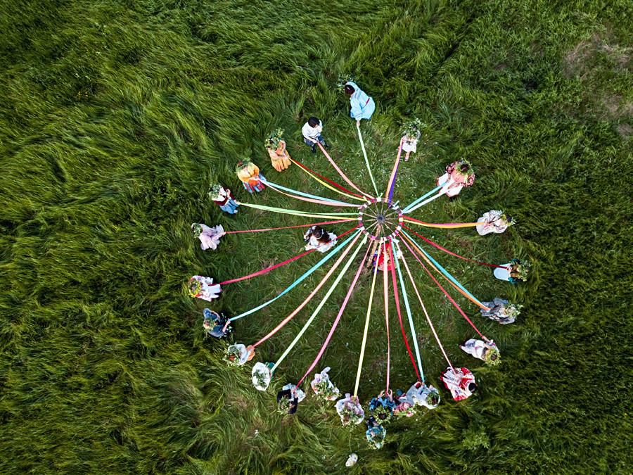 """Учесници на фестивалот на народно творештво """"Солстициј"""" (Солнцестояние) во Омската област."""