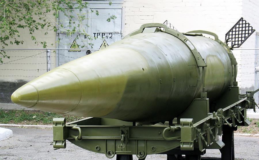 """Ракета 9М714 на ракетниот систем 9К714 """"Ока"""". Музејот """"Капустин Јар"""" во Знаменск, Русија."""