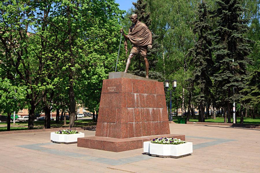 Паметник на Махатма Ганди.