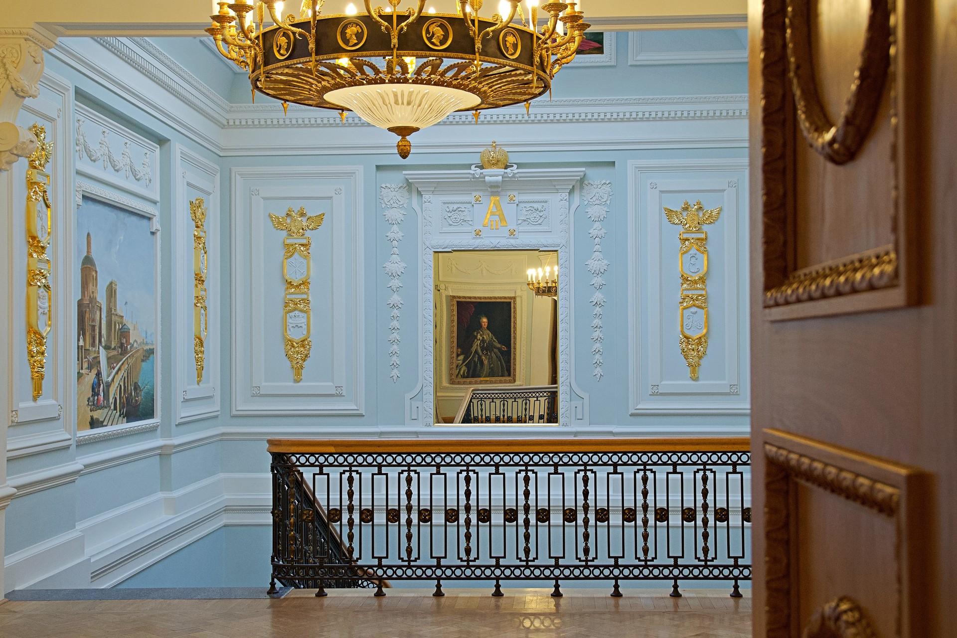 Die einstige Hausherrin begrüßt ihre Gäste direkt an der Paradetreppe. Gemälde von Alexej Antropow (1716-1795), angefertigt im Jahr 1767