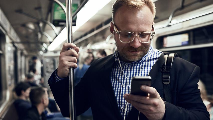 VK adalah jejaring sosial terpopuler di Rusia, dan ada banyak grup komunitas yang mungkin berguna bagi orang asing di VK.