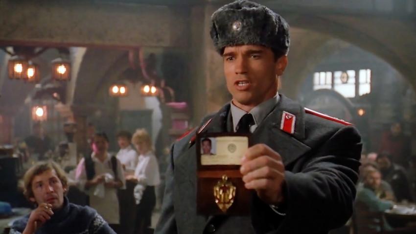 Aktor Hollywood Arnold Schwarzenegger berperan sebagai informan Rusia dalam film 'Red Heat' (1988).