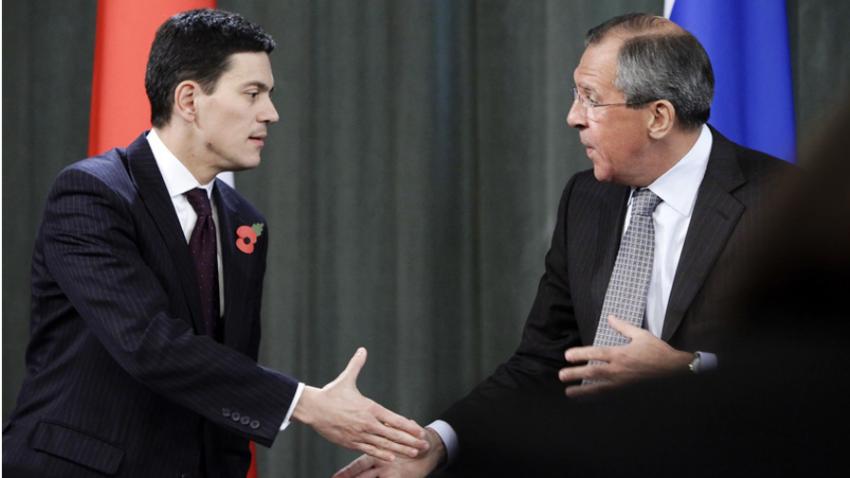 Lavrov in Miliband med novinarsko konferenco v Moskvi leta 2009.