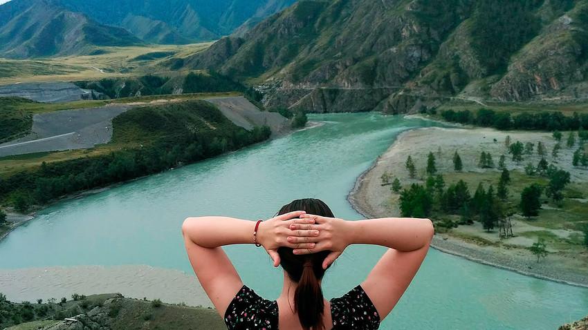 Memandangi pertemuan Sungai Chuya dan Katun.