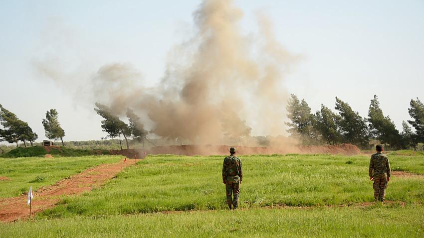 Biasanya, api dan asap merupakan bagian tak terpisahkan dalam latihan militer. Namun, ceritanya akan berbeda ketika seorang tentara membakar hangus sebuah kendaraan lapis baja secara tak sengaja.