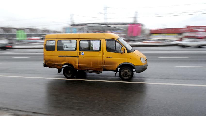 Marshrutka berkecepatan tinggi di Moskow.