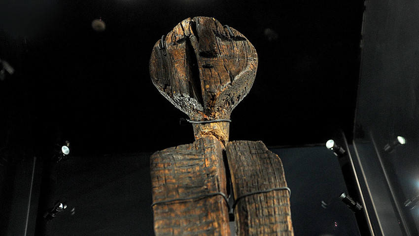 Шигирскияд идол - най-древната дървена скулптура, изложен в Регионалния музей в Сведрловск.