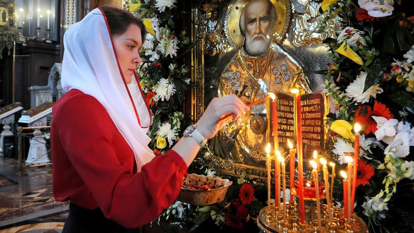 Ada beberapa peraturan yang harus diketahui sebelum mengunjungi gereja-gereja Ortodoks.