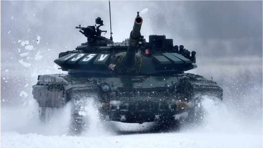 Za potrebe tekmovanja se uporabljajo tanki T-72B3. Tankovski biatlon se je ob svoji uvedbi prvotno odvijal poleti.