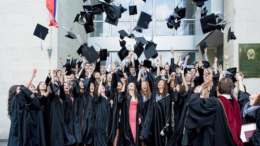 """""""438 programas de treinamento em 40 universidades passaram por acreditação internacional"""", o diretor do Centro Nacional do Credenciamento Público, Vladímir Navodnov."""