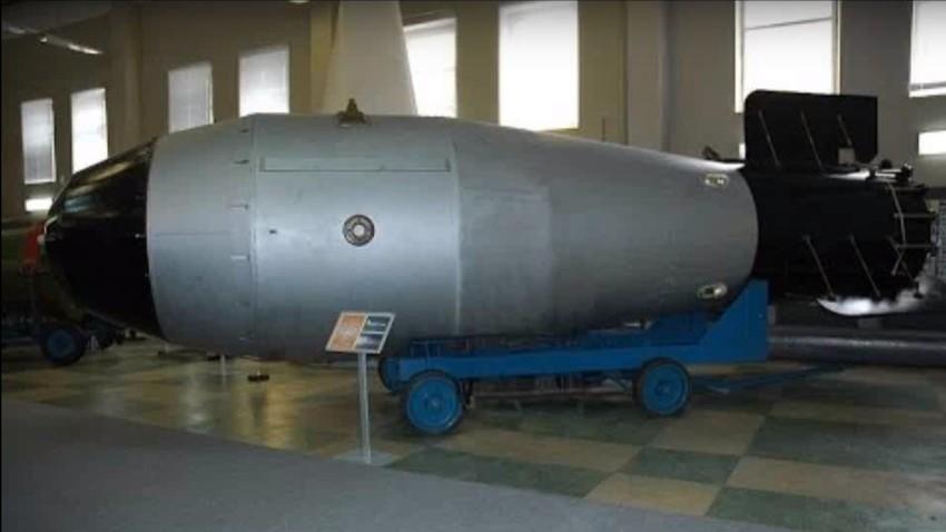 """Руска термобарична авионска бомба """"тата свих бомби""""."""
