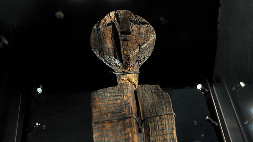 El ídolo de Shigir, tallado hace unos 11.000 años, es la escultura en madera más antigua del mundo.