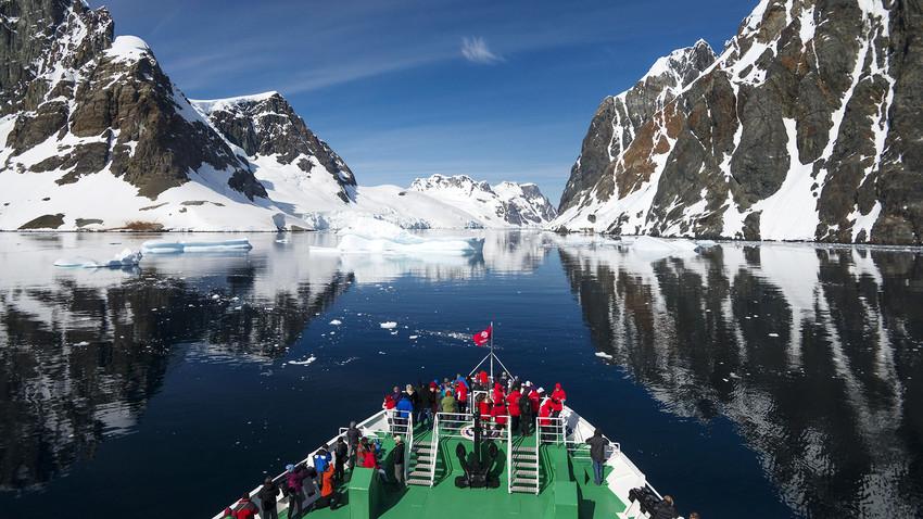 El descubrimiento de la Antártida fue una aventura fascinante de unos intrépidos marinos rusos.