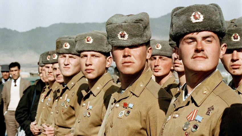 Ada 39 tentara Soviet yang mempertahankan posisi mereka melawan ratusan mujahidin yang mengepung.