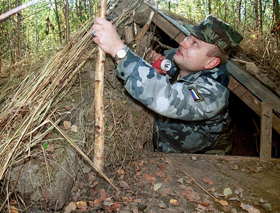 Dua buronan dari Penjara Butyrskaya bersembunyi di tempat galian ini.
