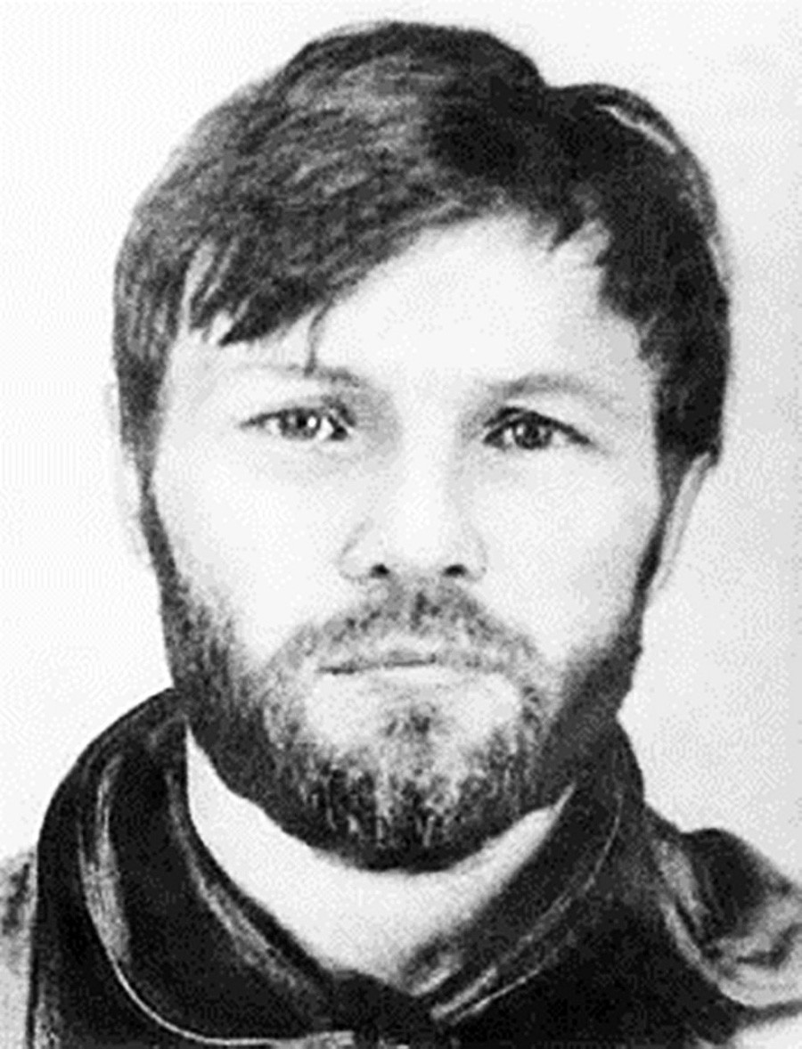 Alexander Solonik pada akhirnya dibunuh mafia.