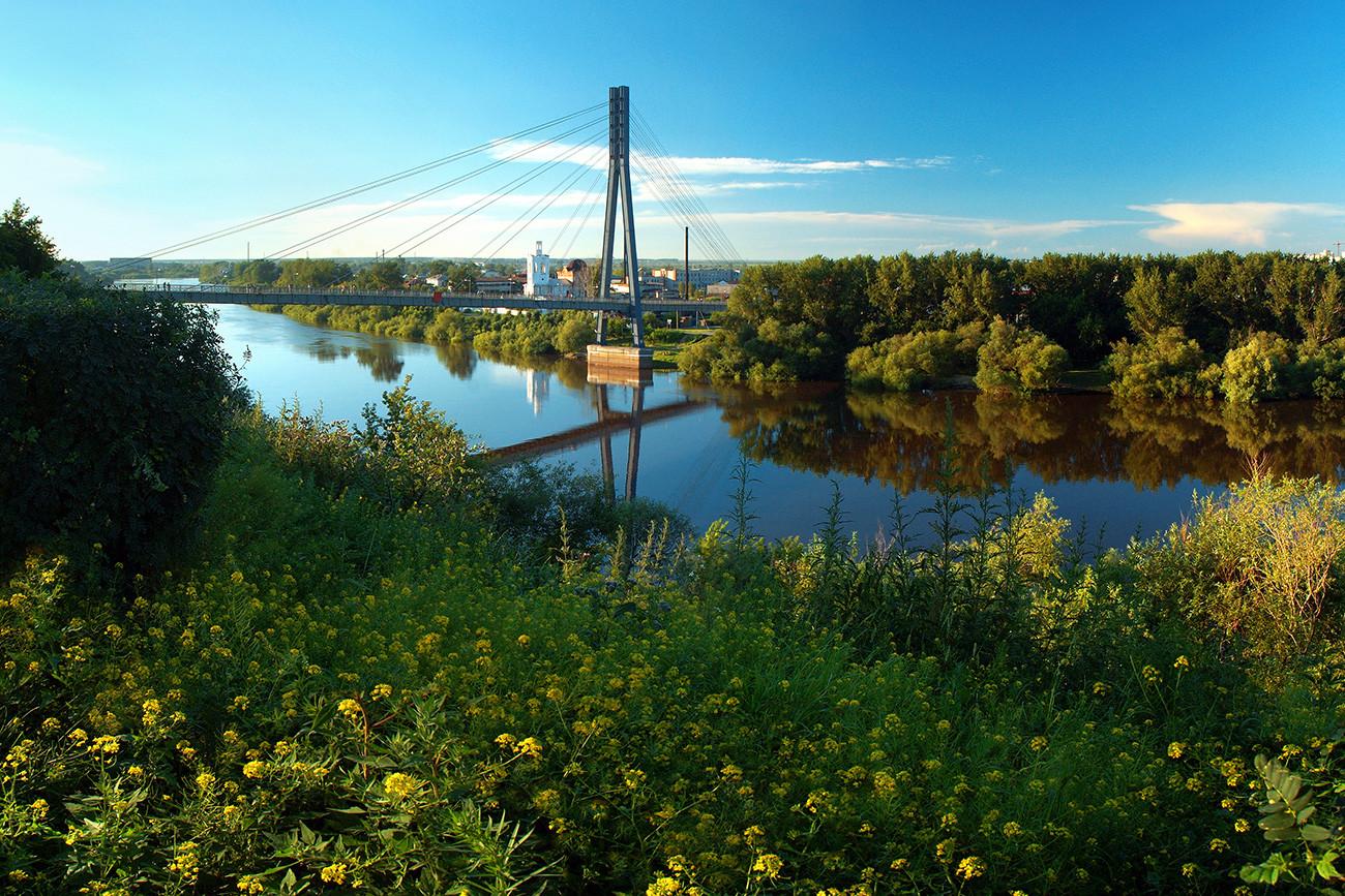 Jembatan di atas Sungai Tura, Tyumen.