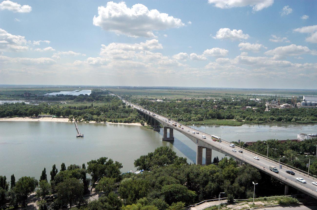 Jembatan di Sungai Don, Rostov-na-Donu.