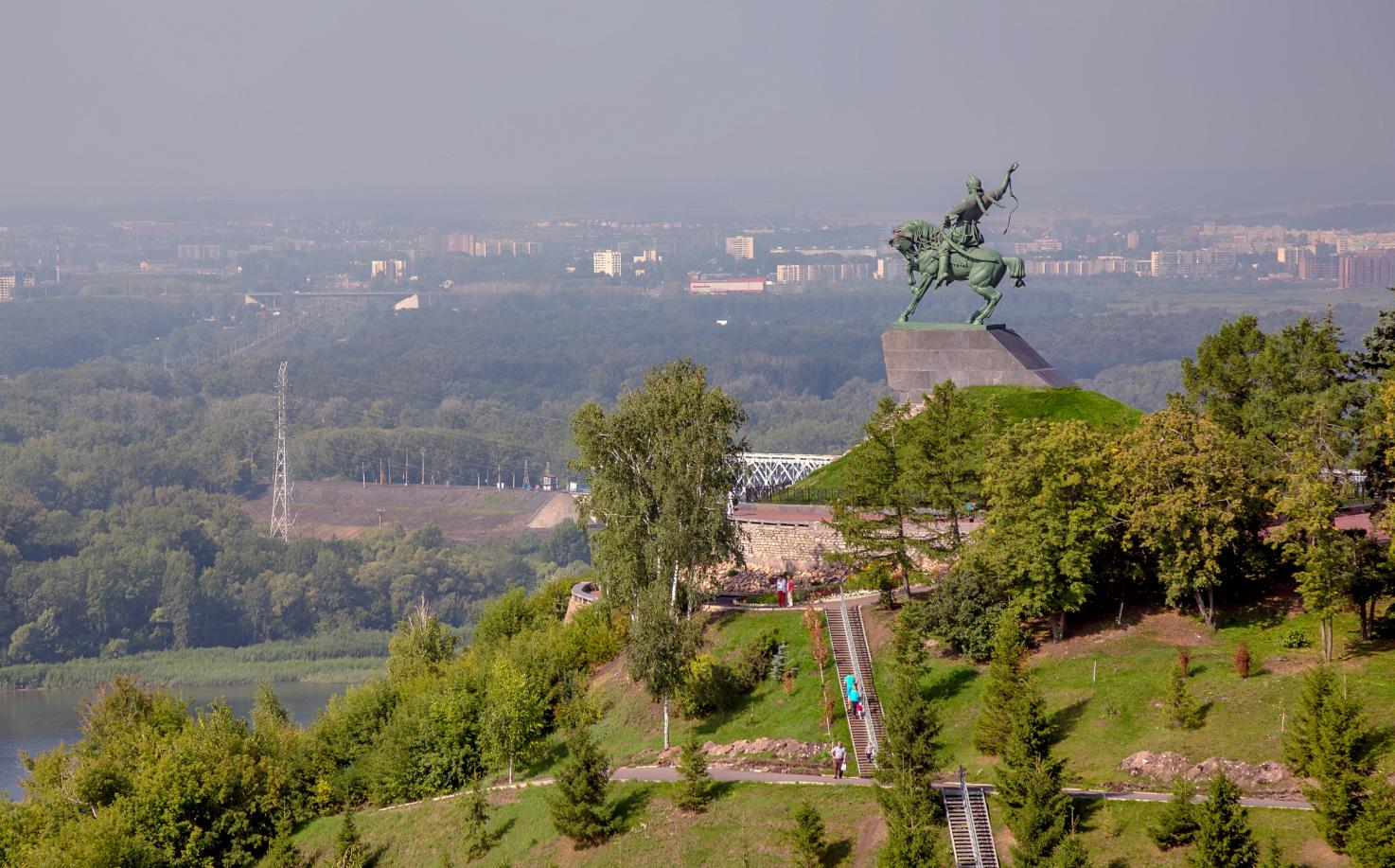 Monumen Salavat Yulayev di Ufa.